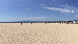 白い砂浜と青い空の写真・画像素材[885570]