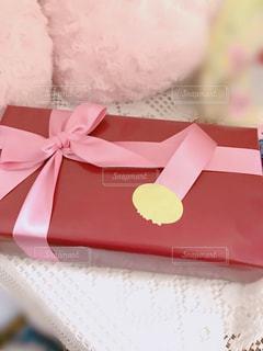 テーブルのプレゼントの写真・画像素材[886990]
