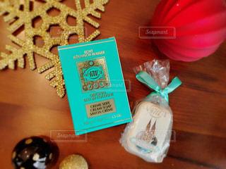 クリスマスプレゼントの香水の写真・画像素材[926186]