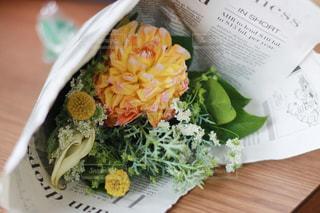 お祝いの花束の写真・画像素材[1016730]