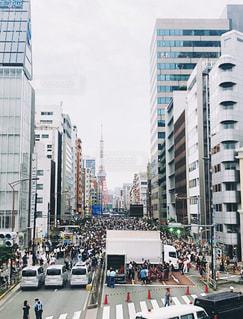 にぎやかな街の通りの写真・画像素材[2997413]