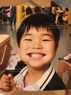 食べてて笑顔な男の子 - No.886825