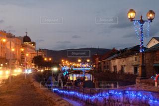 夜の街の景色の写真・画像素材[887745]