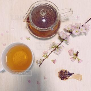 ハーブティーと桜の写真・画像素材[1058287]