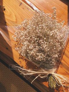 かすみ草の花束の写真・画像素材[2480666]
