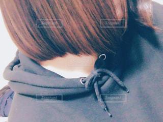 横から見た女性の髪型の写真・画像素材[926904]