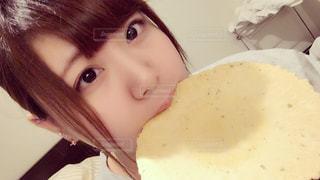 食べ物を食べる女の写真・画像素材[1048831]