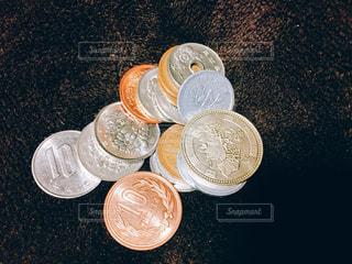 近くのお金のアップの写真・画像素材[1132154]