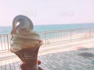 ソフトクリームと海の写真・画像素材[1149743]