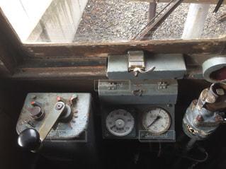 古く使われていない展示の列車と運転席の写真・画像素材[1767885]