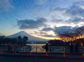 夕暮れの富士山の写真・画像素材[890027]