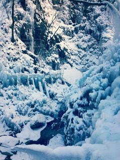 雪に覆われた山の写真・画像素材[1013971]
