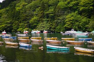 湖に浮かぶボートの写真・画像素材[1207823]