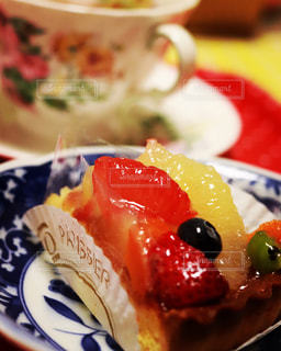 美味しいタルトと紅茶でひと息 - No.1008826