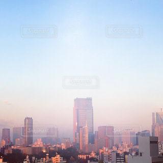 ピンクに染まる朝空の写真・画像素材[898768]
