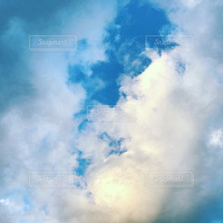 青い空に雲の写真・画像素材[914210]