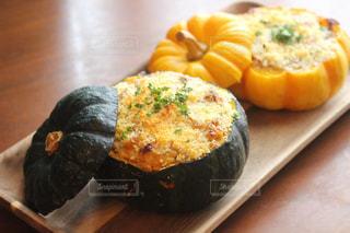 ハロウィン料理 坊ちゃんかぼちゃのグラタンの写真・画像素材[890466]