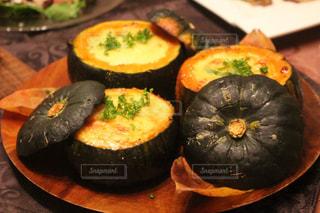 ハロウィン料理 坊ちゃんかぼちゃのグラタンの写真・画像素材[890467]