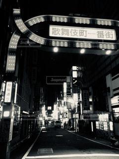 モノクロの歓楽街の写真・画像素材[898425]