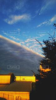 雲の切れ目を見つけたよの写真・画像素材[895904]