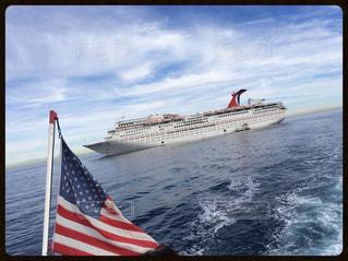 ボートから見るカーニバル号の写真・画像素材[892852]