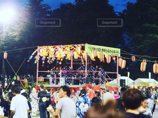 観客の前でステージ上の人のグループの写真・画像素材[951463]