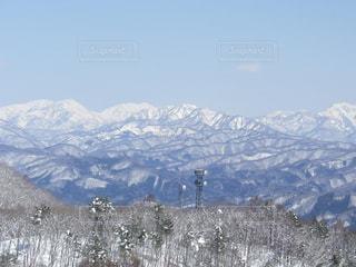 雪の覆われた山々 の景色の写真・画像素材[892472]
