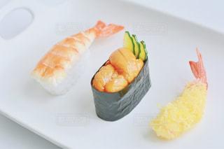 カット スライスに食べ物のプレートの写真・画像素材[1589535]