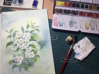 テーブルの上の花の花瓶の写真・画像素材[1594206]