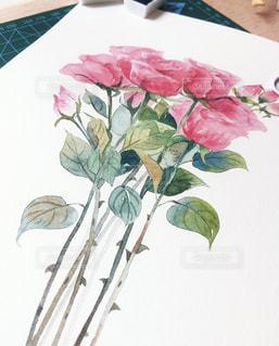 テーブルの上の花の花瓶の写真・画像素材[1594278]