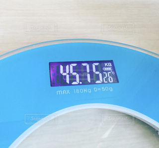 青い体重計の写真・画像素材[1595711]