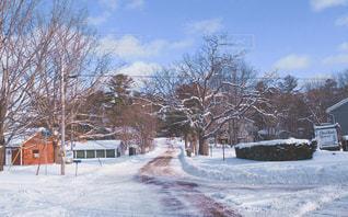 雪に覆われた家の写真・画像素材[1596603]