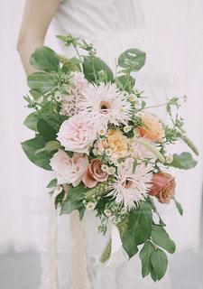 手持ち花束の写真・画像素材[1654734]