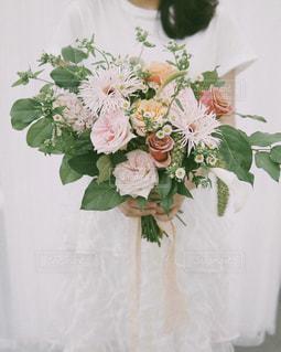 手持ち花束の写真・画像素材[1654735]