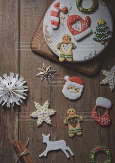 木製のテーブルクリスマス項目のグループの写真・画像素材[1654768]