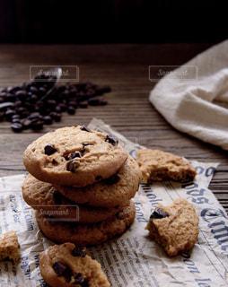 近くのテーブルの上に食べ物をの写真・画像素材[1654802]