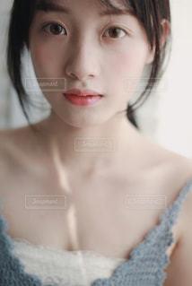 近くの女性のアップの写真・画像素材[1662790]