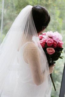 ウェディング ドレスを着ている女性の写真・画像素材[1670988]