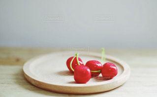 皿の上のケーキの写真・画像素材[2290283]