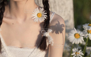 ドレスを着た女性の写真・画像素材[2338768]