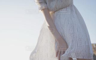 ドレスを着ている人の写真・画像素材[2383254]