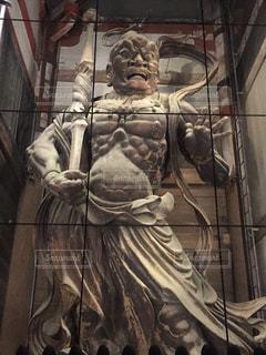 奈良公園の金剛力士像の風神雷神。の写真・画像素材[893545]
