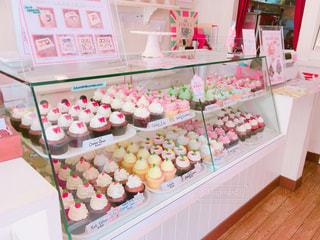 フォトジェニックなカップケーキ屋さんの写真・画像素材[895072]