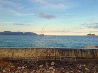 壁を隔てた先には海があるの写真・画像素材[896918]