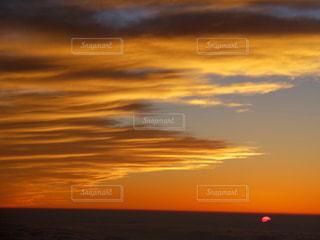 沈む夕日の写真・画像素材[897915]
