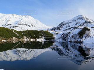 雪に覆われた山 - No.897983