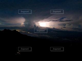 近い背景には雲の上の写真・画像素材[899601]