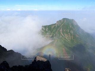 岩が多い山のビューの写真・画像素材[899605]