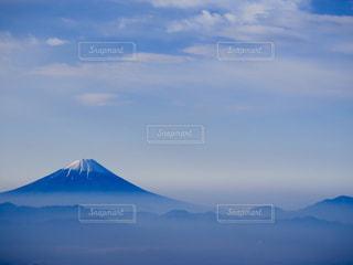 青い空には雲のグループの写真・画像素材[901295]