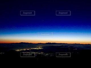 背景の夕日の写真・画像素材[901297]